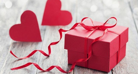 gifts to celebrate months of bride and groom